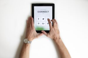 conntecta genom sociala medier